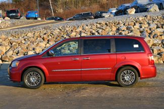 2011 Chrysler Town & Country Limited Naugatuck, Connecticut 1