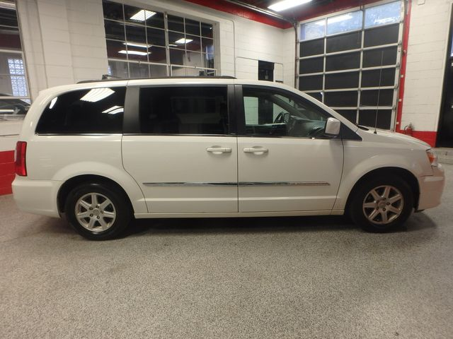 2011 Chrysler Town & Country TOURING, DVD, POWER SLIDERS, MECHANICALLY PERFECT Saint Louis Park, MN 1