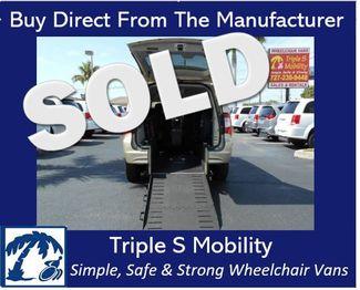 2011 Chrysler Town & Country Touring Wheelchair Van Handicap Ramp Van Pinellas Park, Florida