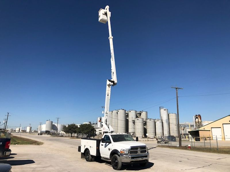 2011 Dodge Dodge 5500 Service Truck 45FT Articulating Telescopic and Insulated Boom   city TX  North Texas Equipment  in Fort Worth, TX