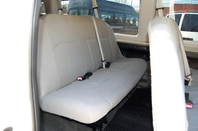 2011 Ford 15 Pass. XLT Charlotte, North Carolina 10