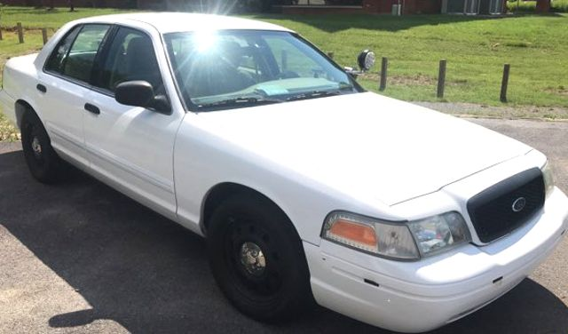 2011 Ford- Police Edition!! Crown Victoria-BUY HERE PAY HERE! LX-CARMARTSOUTH.COM Knoxville, Tennessee 4