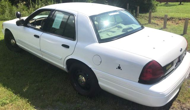 2011 Ford- Police Edition!! Crown Victoria-BUY HERE PAY HERE! LX-CARMARTSOUTH.COM Knoxville, Tennessee 2