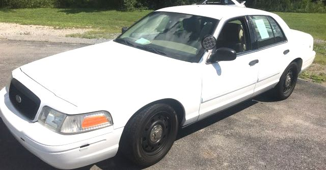 2011 Ford- Police Edition!! Crown Victoria-BUY HERE PAY HERE! LX-CARMARTSOUTH.COM Knoxville, Tennessee
