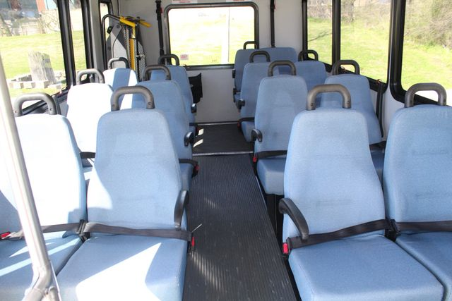 2011 Ford E450 15 Passenger Glaval Shuttle Bus With Wheelchair Lift Irving, Texas 18