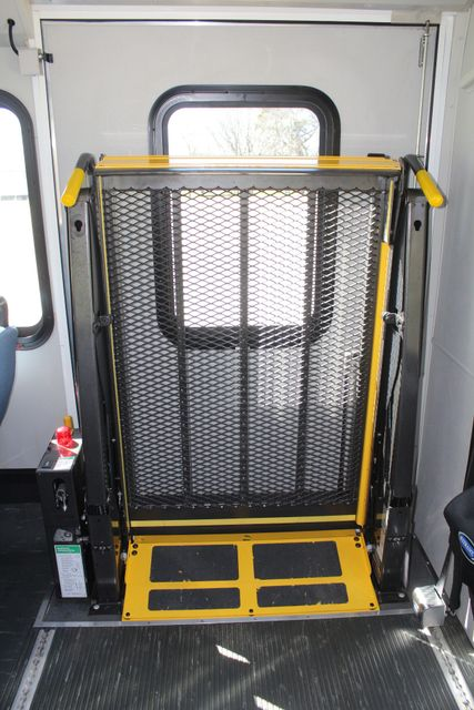 2011 Ford E450 15 Passenger Glaval Shuttle Bus With Wheelchair Lift Irving, Texas 23