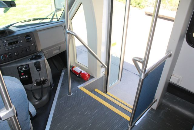 2011 Ford E450 15 Passenger Glaval Shuttle Bus With Wheelchair Lift Irving, Texas 28