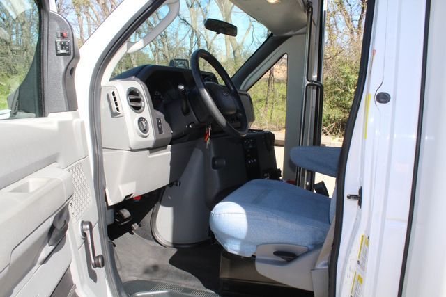 2011 Ford E450 15 Passenger Glaval Shuttle Bus With Wheelchair Lift Irving, Texas 44