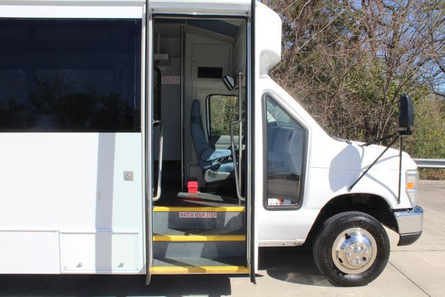 2011 Ford E450 15 Passenger Glaval Shuttle Bus With Wheelchair Lift Irving, Texas 8