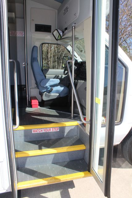 2011 Ford E450 15 Passenger Glaval Shuttle Bus With Wheelchair Lift Irving, Texas 9