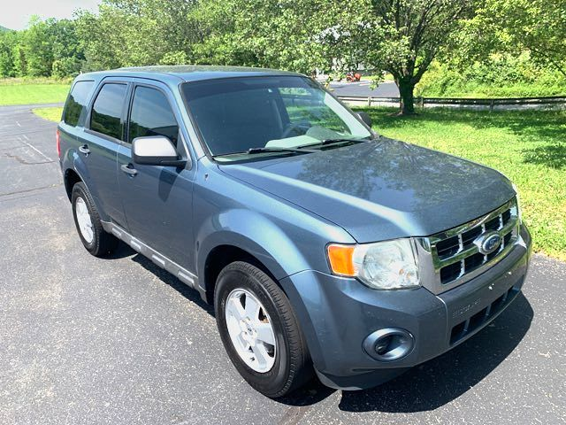 2011 Ford-Showroom Condition! Escape-134K 28 MPG XLS-CARMARTSOUTH.COM