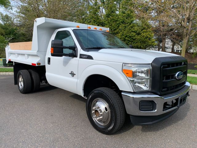 2011 Ford Super Duty F-350 DRW Chassis Cab XL