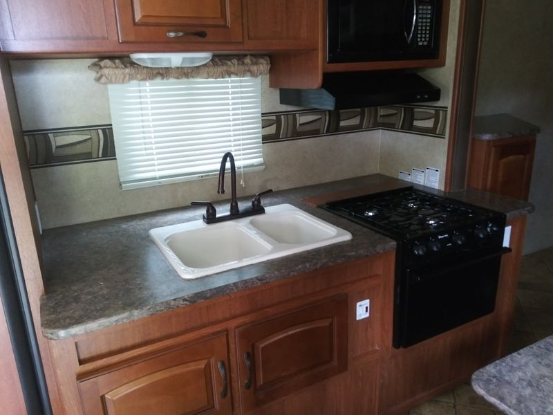 2011 Forest River Surveyor SP293  city FL  Manatee RV  in Palmetto, FL