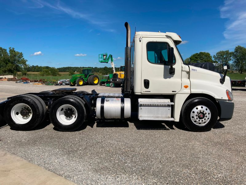 2011 Freightliner Cascadia   in , Ohio