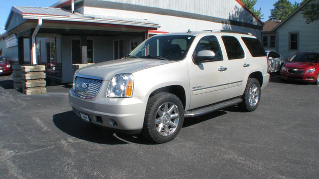 2011 GMC Yukon Denali 4d SUV 4WD Denali in Coal Valley, IL 61240