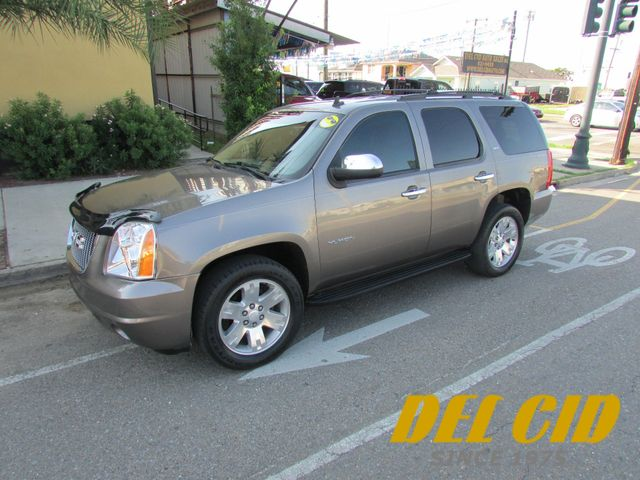 2011 GMC Yukon SLT, Low Miles! Leahter! 3rd Row! Clean CarFax!