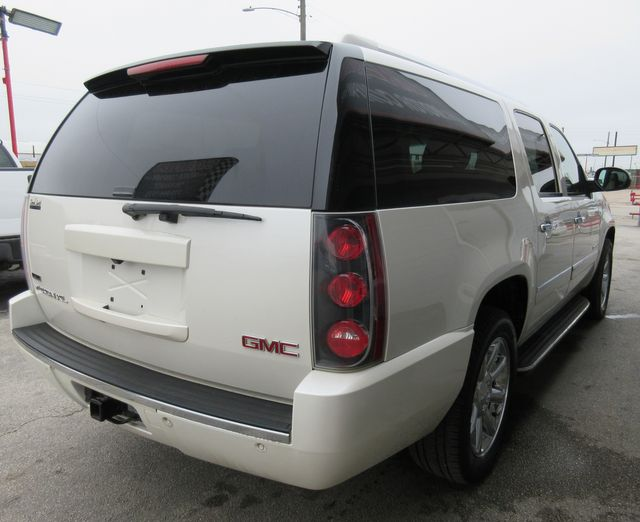 2011 GMC Yukon XL Denali south houston, TX 3