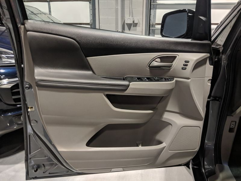 2011 Honda Odyssey Touring  Lake Forest IL  Executive Motor Carz  in Lake Forest, IL