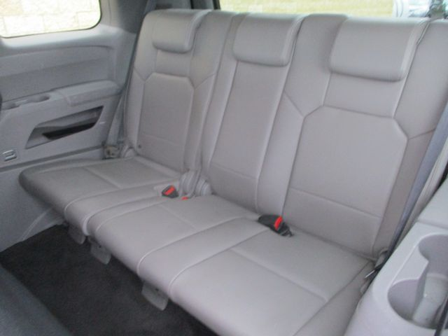2011 Honda Pilot EX-L Farmington, MN 4