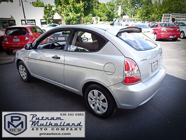 2011 Hyundai Accent 3-Door GL Chico, CA 4
