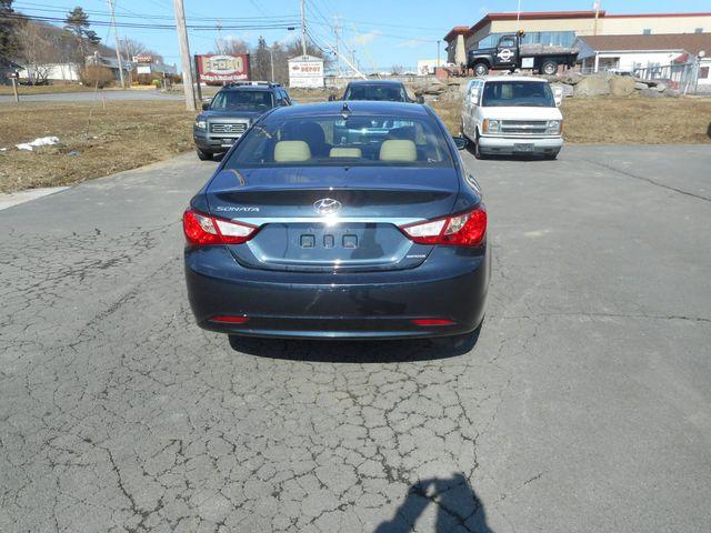 2011 Hyundai Sonata Ltd PZEV New Windsor, New York 4