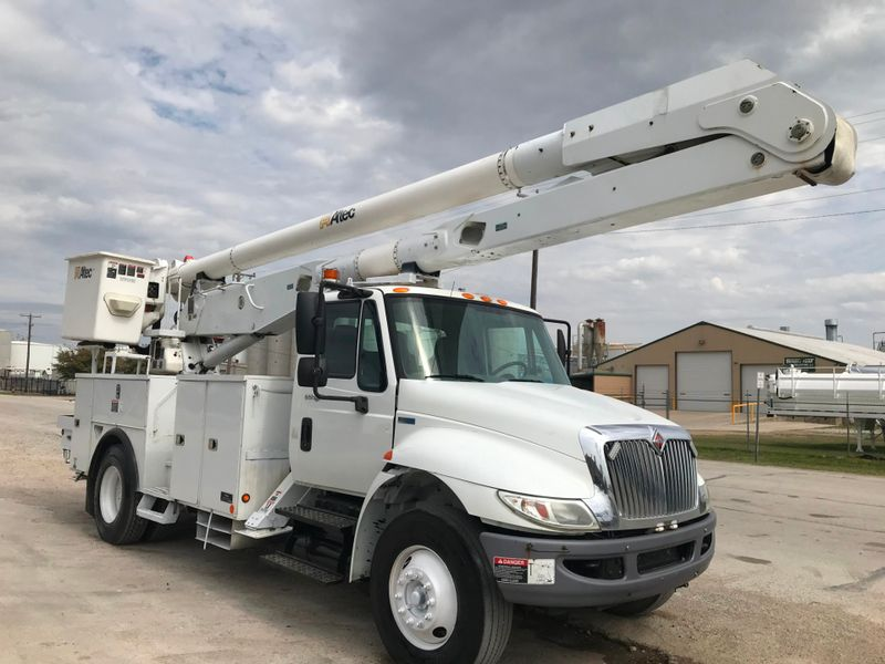 2011 International 4300 BUCKET TRUCK   city TX  North Texas Equipment  in Fort Worth, TX