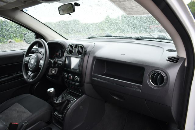 2011 Jeep Compass 4WD Naugatuck, Connecticut 9