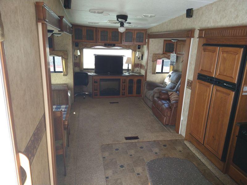 2011 Keystone Montana   city FL  Manatee RV  in Palmetto, FL