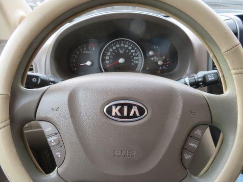 2011 Kia Sedona LX | Abilene, Texas | Freedom Motors  in Abilene, Texas