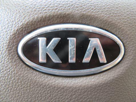 2011 Kia Sedona LX   Abilene, Texas   Freedom Motors  in Abilene, Texas