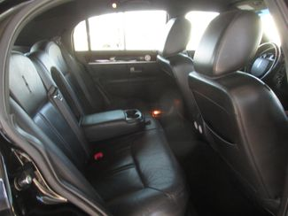 2011 Lincoln Town Car Signature Limited Gardena, California 11