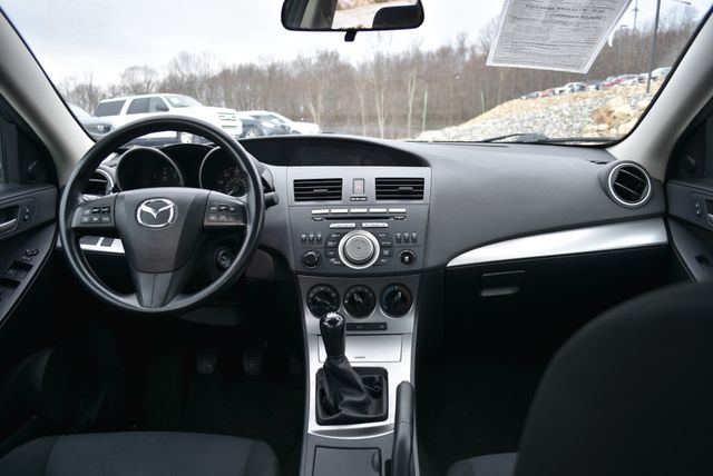 2011 Mazda Mazda3 i Touring Naugatuck, Connecticut 12