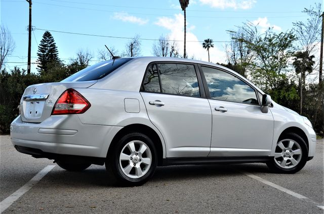 2011 Nissan Versa 1.8 SL NAVI Reseda, CA 1