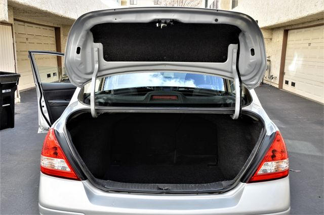 2011 Nissan Versa 1.8 SL NAVI Reseda, CA 22