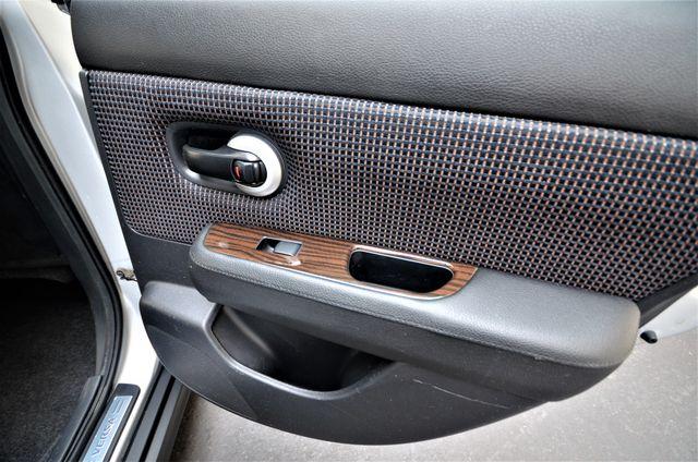 2011 Nissan Versa 1.8 SL NAVI Reseda, CA 28
