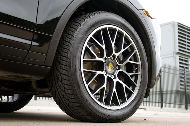 2011 Porsche Cayenne 20's * NAVI * Sunroof * XENONS * AC Seats * LOADED Plano, Texas 38