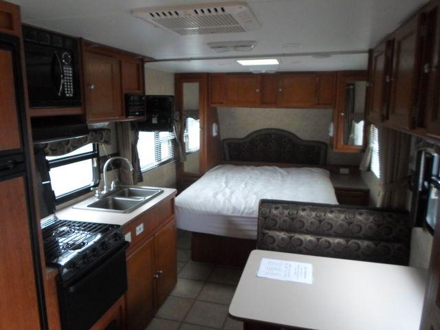 2011 R-Vision Trail Cruiser 23QB Salem, Oregon 4
