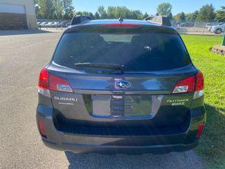 2011 Subaru Outback 2.5i Limited Pwr Moon Farmington, MN 2
