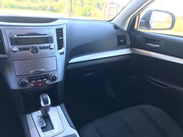 2011 Subaru Outback 2.5i Prem AWP Ravenna, Ohio 9