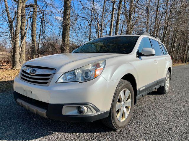 2011 Subaru Outback 3.6R Limited Pwr Moon/Nav in , Ohio 44266