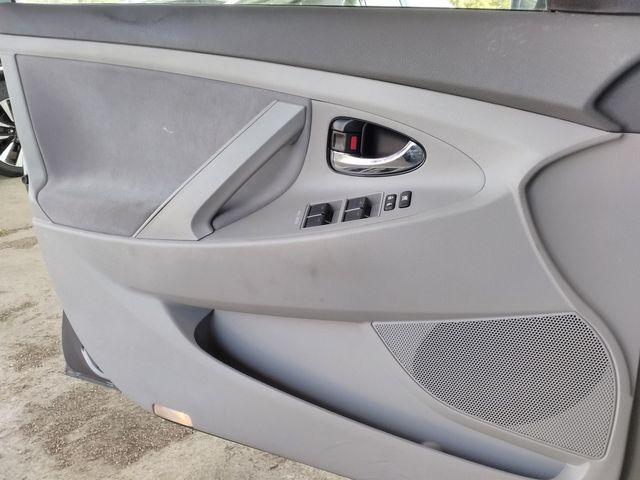 2011 Toyota Camry LE Houston, Mississippi 17
