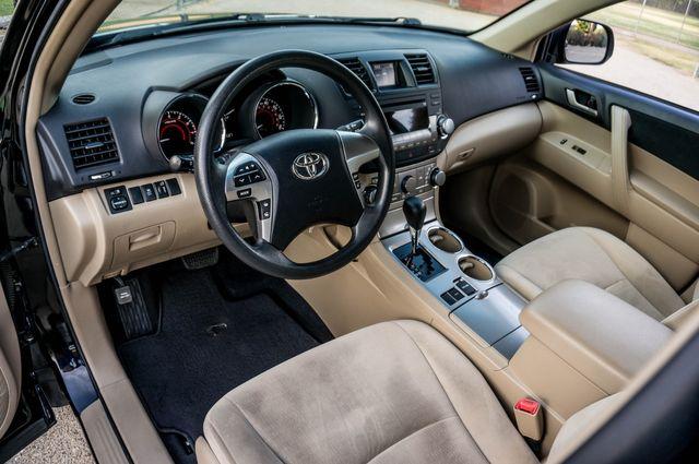 2011 Toyota Highlander Base in Reseda, CA, CA 91335