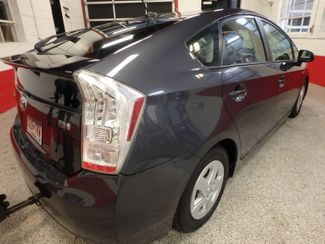 2011 Toyota Prius Four, B/U Camera HEATED LEATHER, MOONROOF W/ BIKE RACK HITCH Saint Louis Park, MN 8