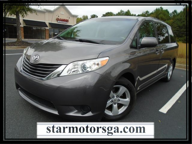 2011 Toyota Sienna LE - 8 Seater