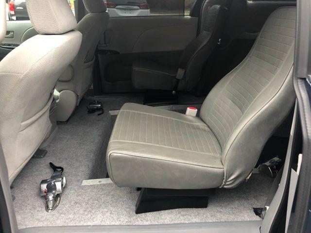2011 Toyota Sienna HANDICAP WHEELCHAIR ACCESS handicap wheelchair accessible van Dallas, Georgia 8