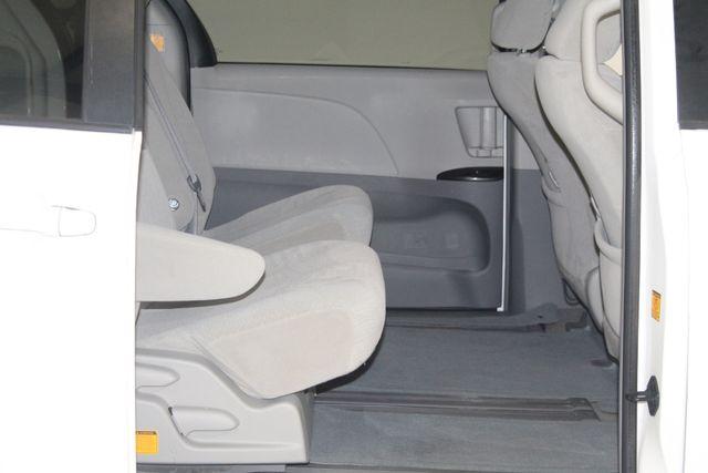 2011 Toyota Sienna Houston, Texas 18