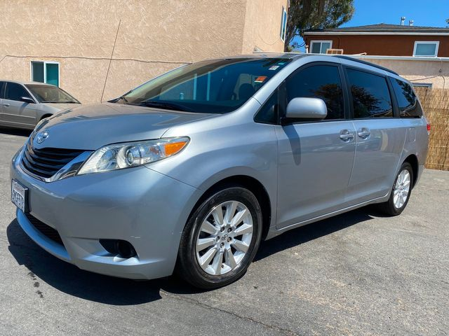 2011 Toyota Sienna LE AWD (ALL WHEEL DRIVE) - 1 OWNER, CLEAN TITLE, NO ACCIDENTS, W/ ONLY 38,000