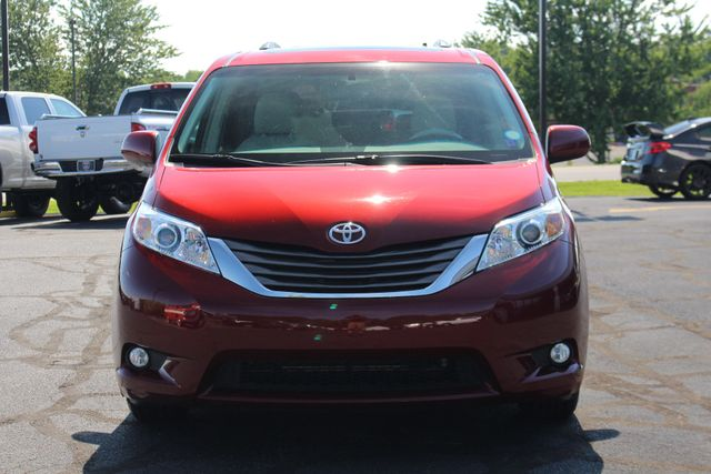 2011 Toyota Sienna XLE FWD - NAVIGATION - SUNROOF - HEATED LEATHER! Mooresville , NC 15