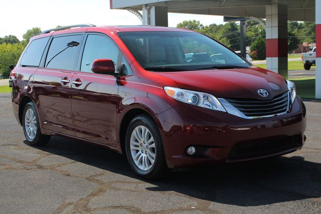 2011 Toyota Sienna XLE FWD - NAVIGATION - SUNROOF - HEATED LEATHER! Mooresville , NC 20