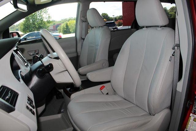2011 Toyota Sienna XLE FWD - NAVIGATION - SUNROOF - HEATED LEATHER! Mooresville , NC 8